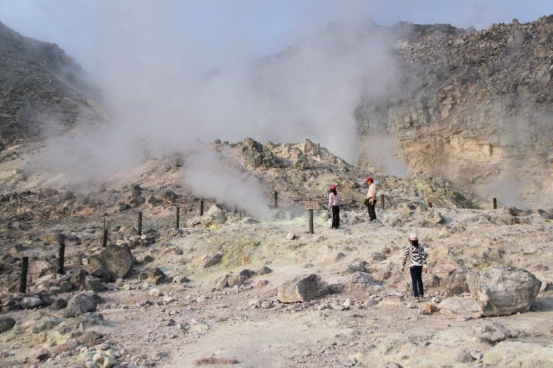 地球の脈動を感じる硫黄山
