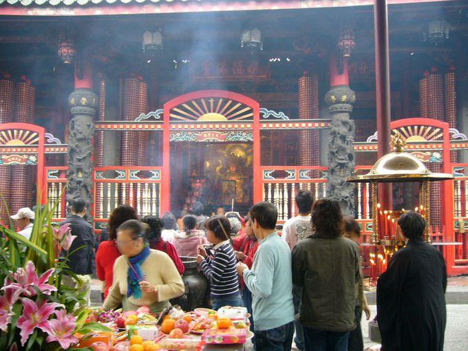 1日目・台北:龍山寺で台湾式のおみくじにチャレンジ