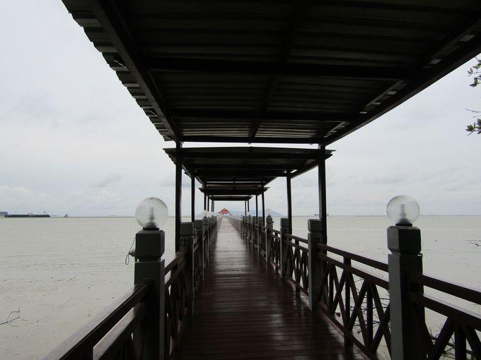 回廊を抜けると、マラッカ海峡!