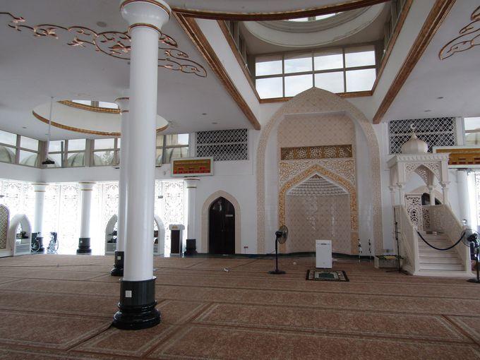 いよいよモスクの中に!