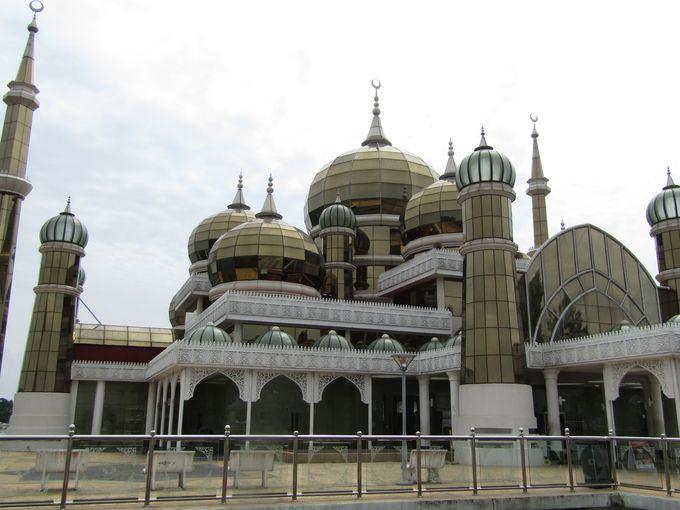 マレーシア・クアラトレンガヌの「クリスタルモスク」とは?