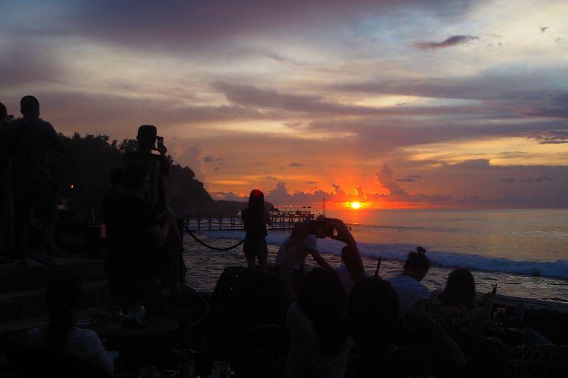 大パノラマのインド洋に沈む素晴らしい夕陽