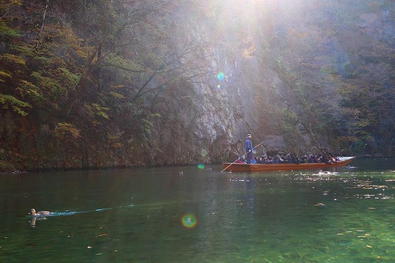 美しい渓谷に、船頭さんが歌う「猊鼻追分」がこだまする