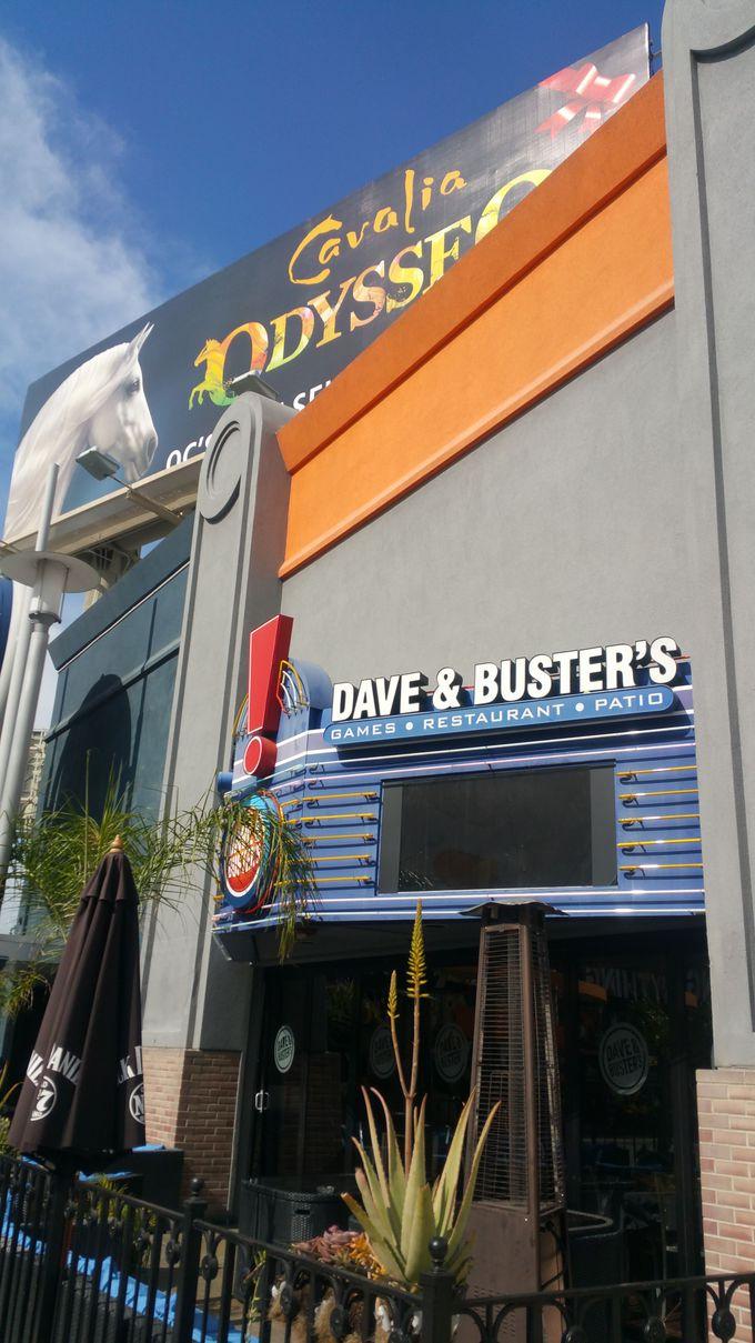 一押しアミューズメントは巨大ゲームセンター「DAVE&BUSTER'S」!
