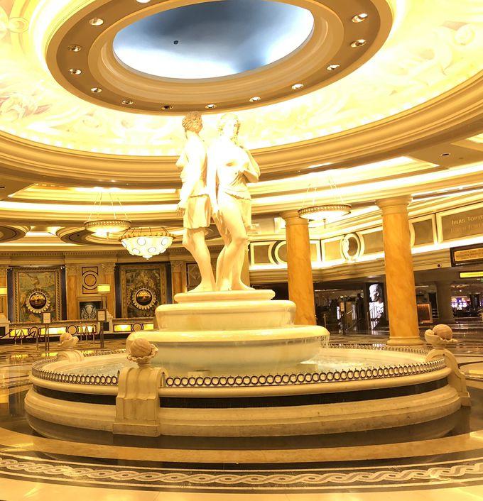 映画の舞台にもなる老舗有名ホテル「シーザーズパレス」とは?