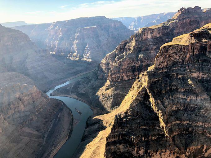 眼下に絶景!ヘリコプターから見る広大な自然