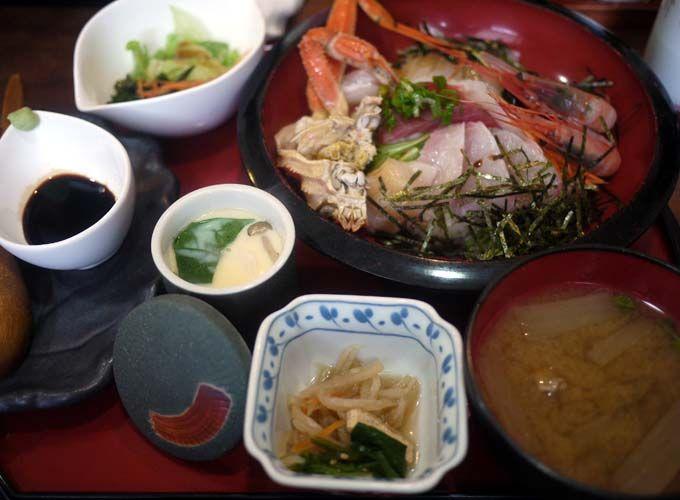 丼いっぱいの日本海グルメ!今すぐ鳥取に行って食べたい海鮮丼ベスト5