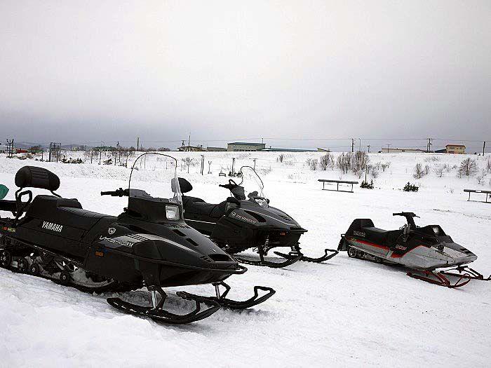 初心者でも大丈夫!スノーモービルで雪原を走ろう!
