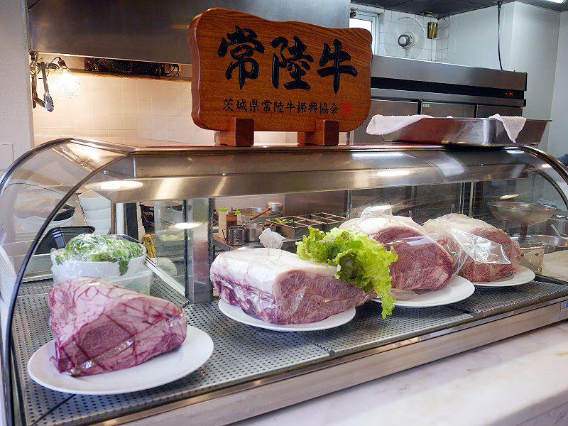 桜の名所まで徒歩10秒!「肉のレストランくらた」常陸牛に舌づつみ!