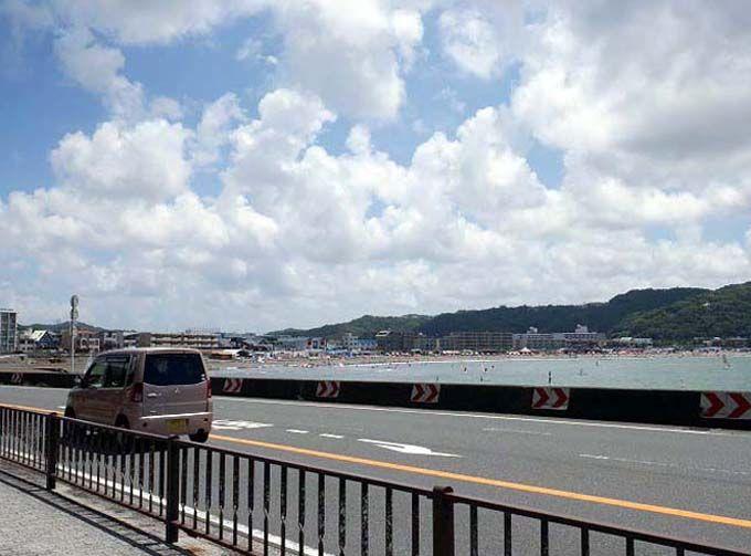 逗子海岸近くの有料駐車場