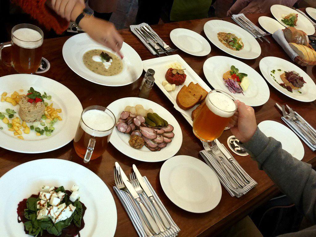 フォトジェニックなレストランでチェコ料理とビールを味わおう!