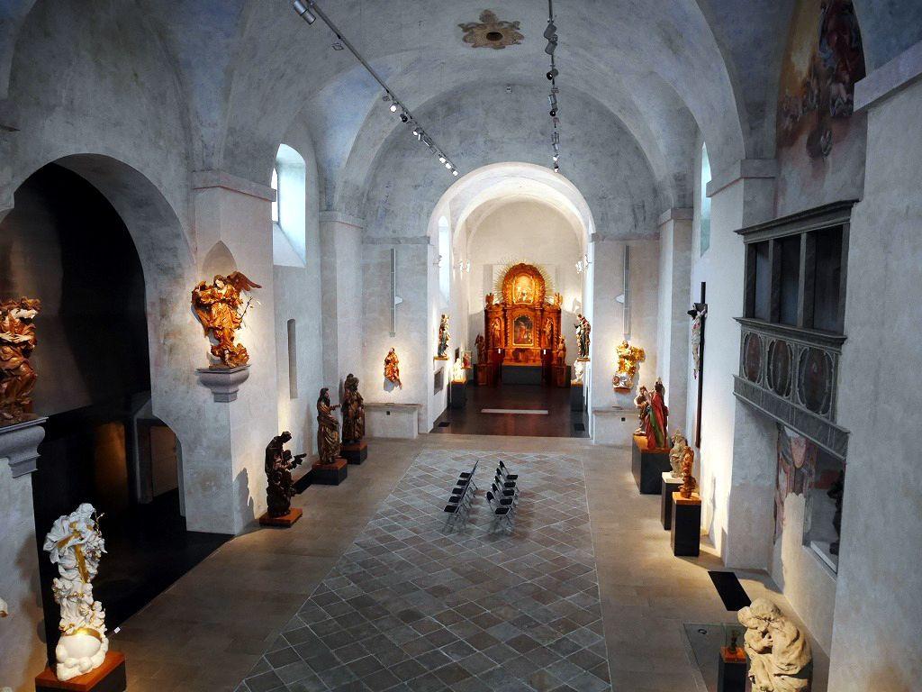 繊細で美しい彫刻が並ぶバロック彫刻博物館