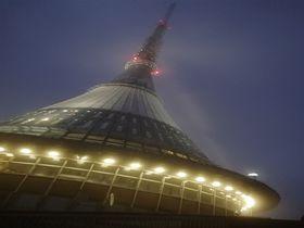 チェコ・リベレツに飛来した巨大UFO?!その正体は…