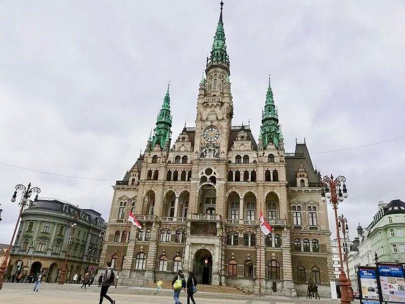 町の中心はネオ・ルネッサンス様式の「リベレツ市役所」