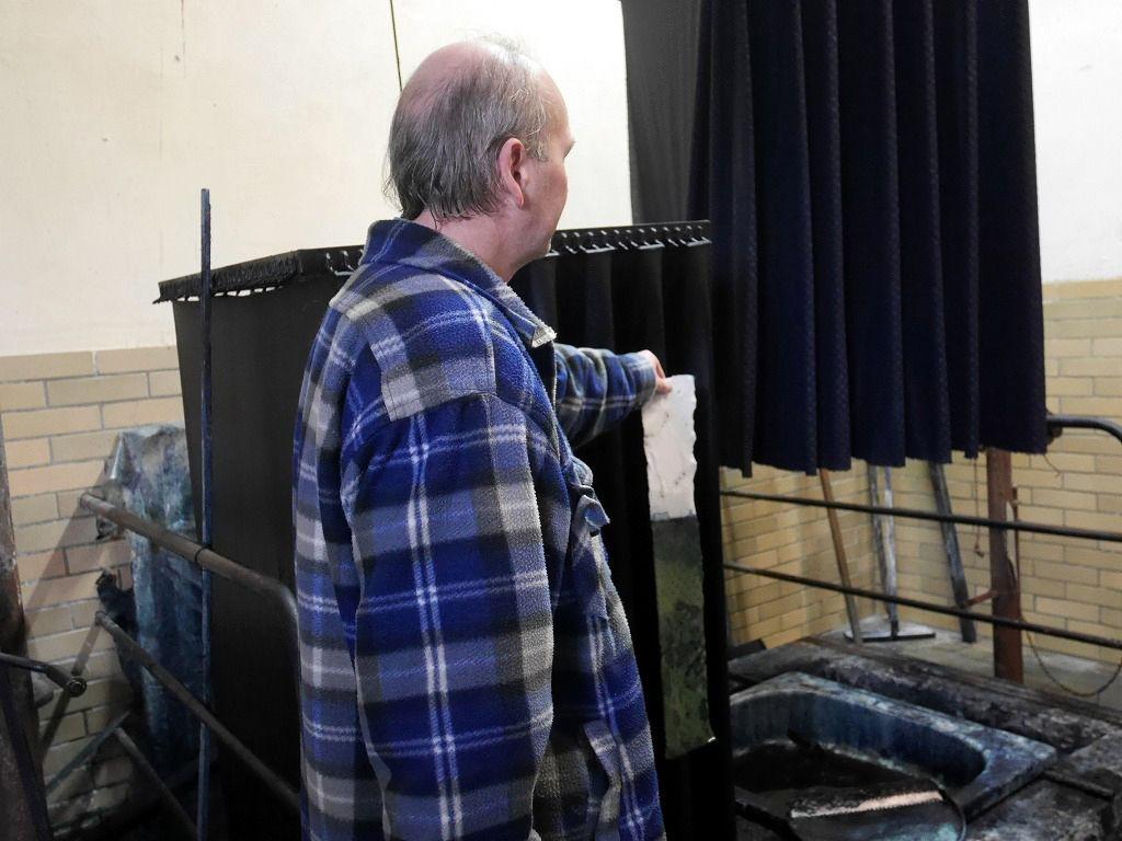 職人達が時間と手間をかけて作る伝統の藍染