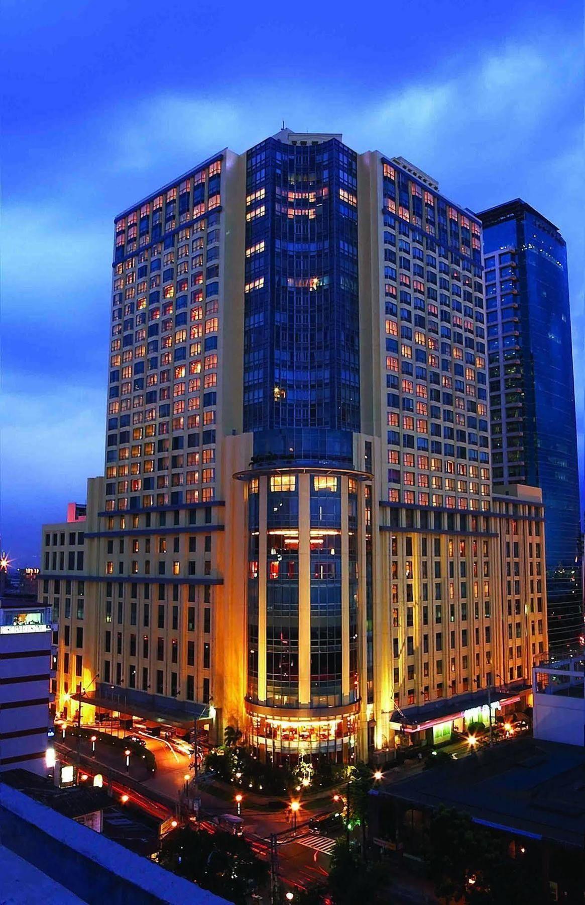 マニラ湾に面した大型ホテル