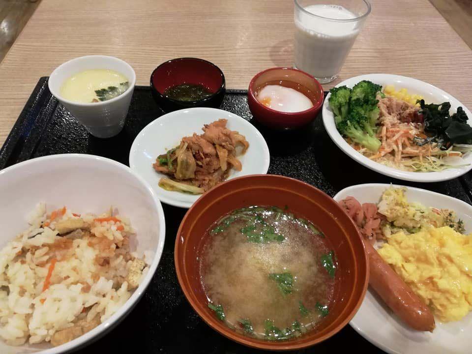 岐阜の郷土料理が並ぶ朝ご飯