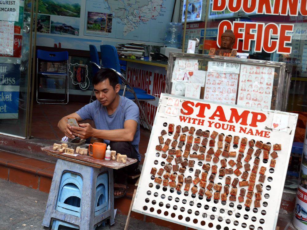 街中のお店でベトナムの雰囲気も一緒にお持ち帰り