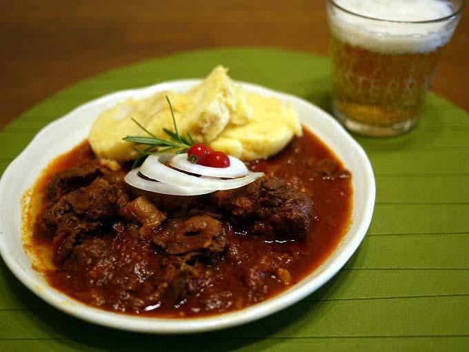 時間のある今だから!チェコの家庭の味グラーシュを作ろう!