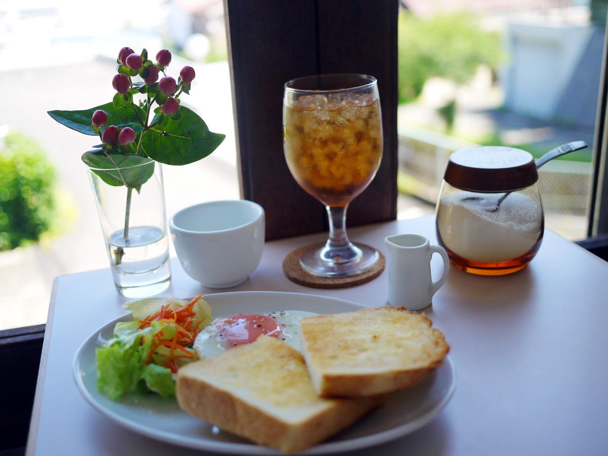 眼下に横浜の街を眺めながら優雅に朝食を!