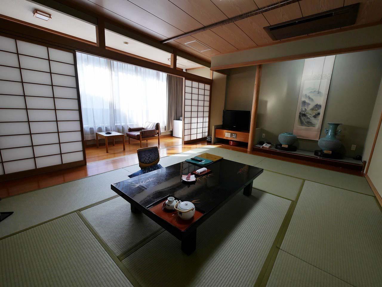 のんびり寛げる広い和室