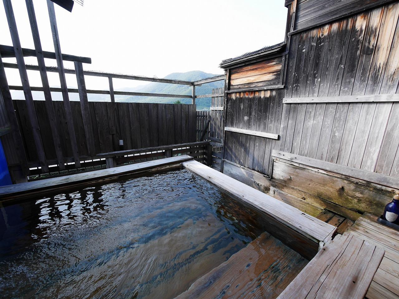 100%源泉かけ流しの温泉は24時間入浴可能!