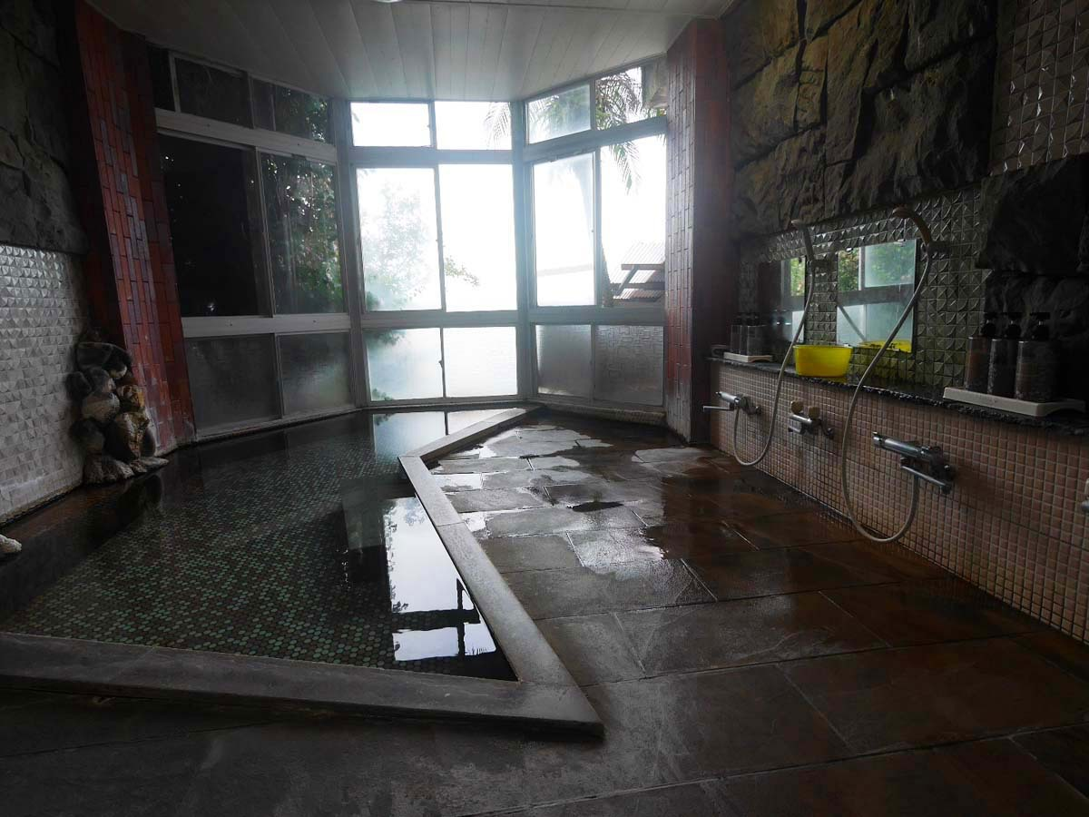 展望台露天風呂や5つの岩盤浴も楽しめる
