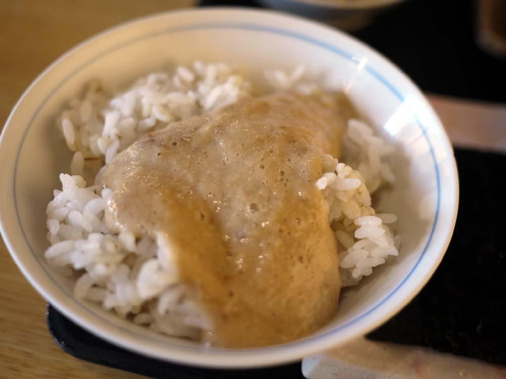 箱根の良質な水と大自然で育った自然薯を使ったとろろ飯