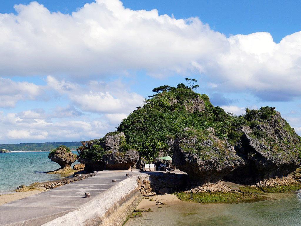 浜比嘉島は神様が住む島