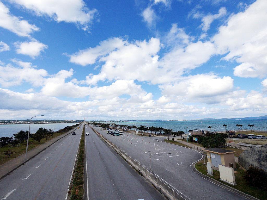 絶景の海中道路を渡り島めぐりへ!
