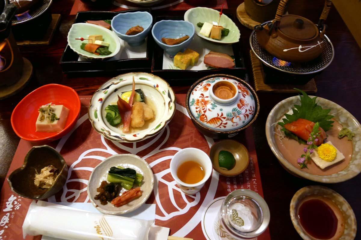 「歴史の宿 金具屋」の不老膳は長野の食材が満載!