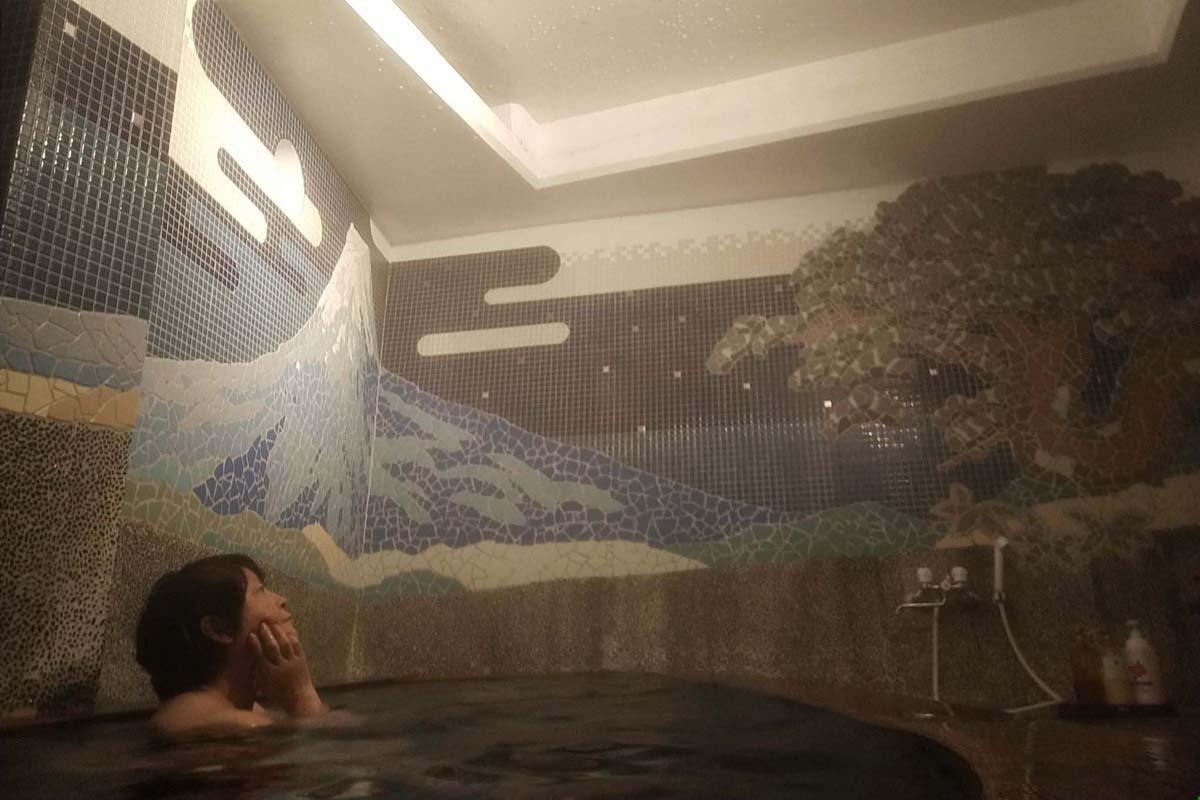 「歴史の宿 金具屋」は4つの自家源泉で八湯めぐりが楽しめる