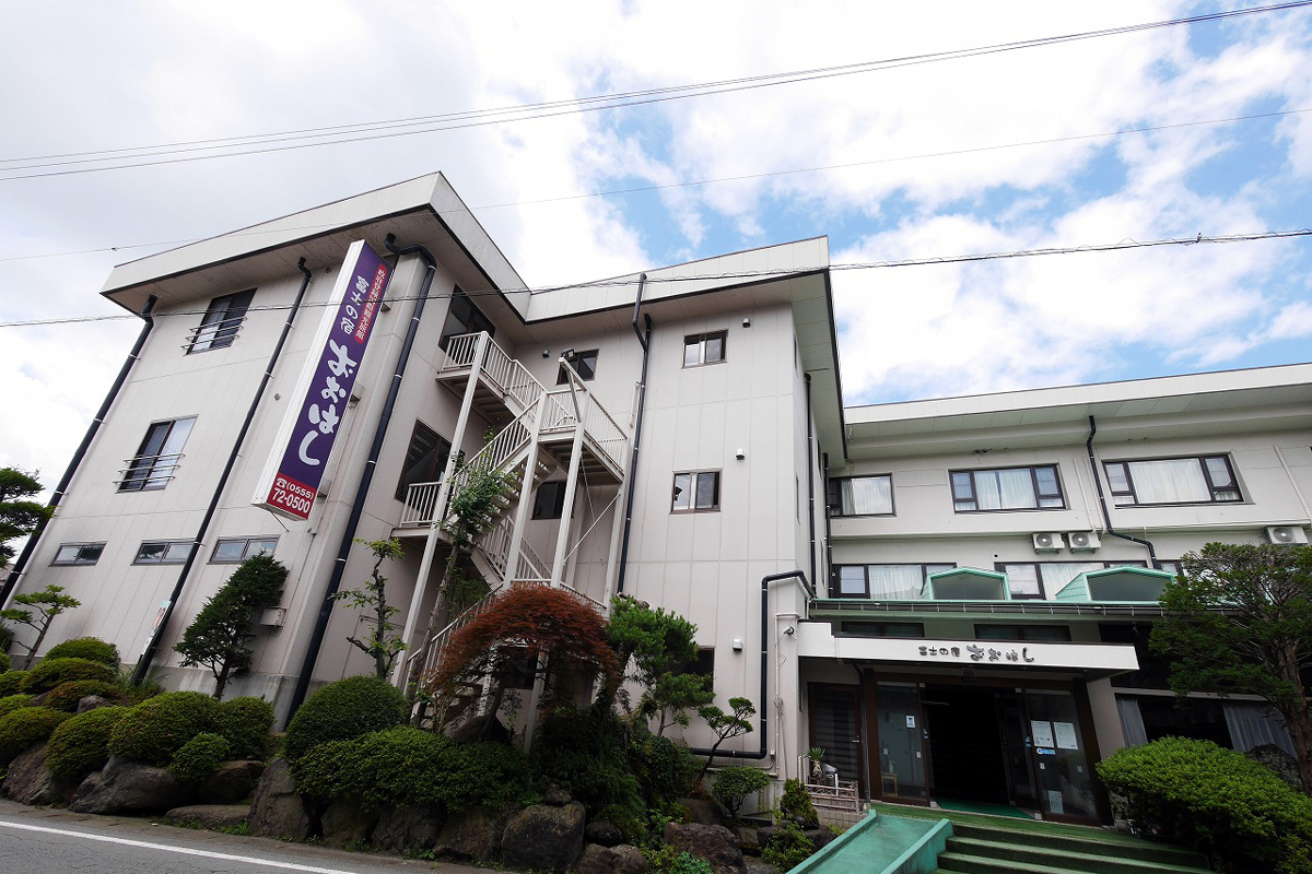 「OYO 富士の宿 おおはし」は河口湖畔まで歩いて3分