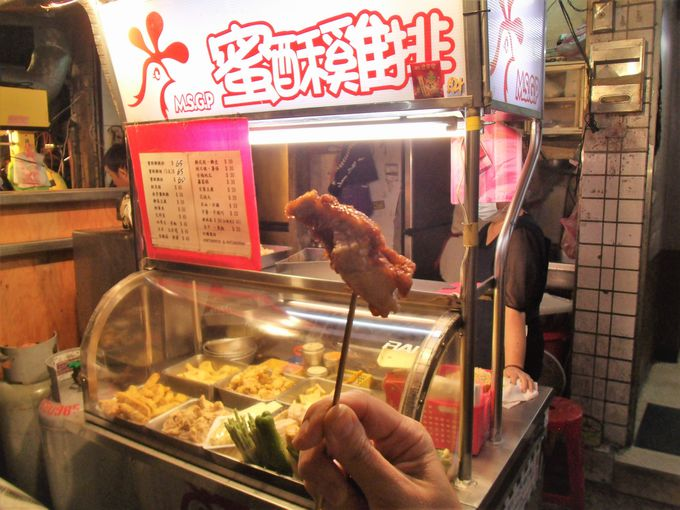 たれに漬け込まれた唐揚げが美味!「蜜酥鶏排」