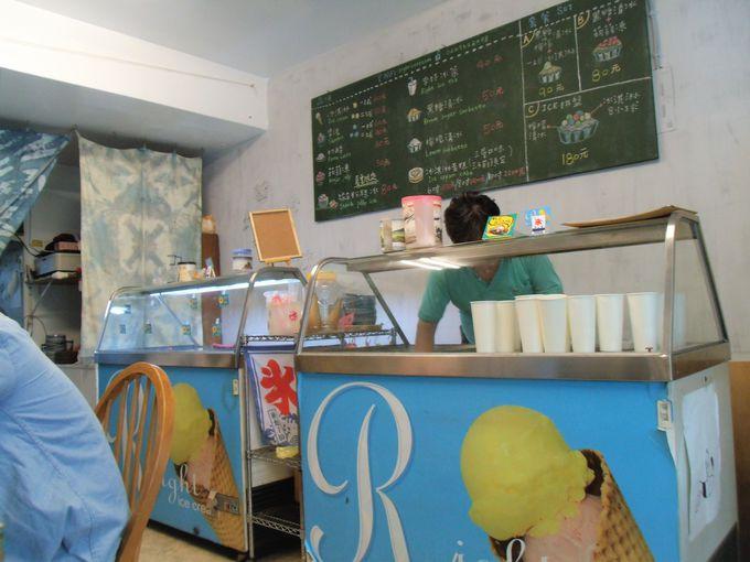 アイスクリームやカキ氷メニューがずらり