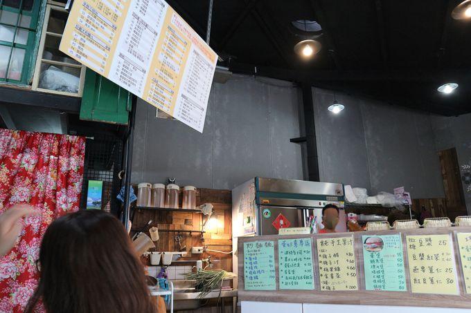 台北MRT士林駅近くの朝ごはん店「双胞胎手工蛋餅捲儿」