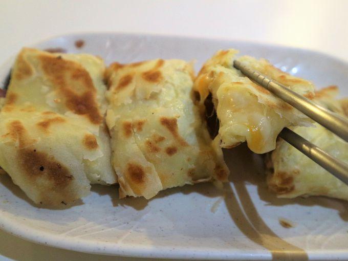 チーズたっぷり培根蛋餅に紅茶豆漿