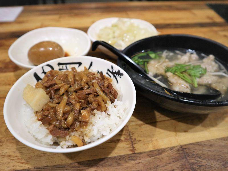 台湾名物グルメ魯肉飯の人気店!台北「西門金鋒魯肉飯」