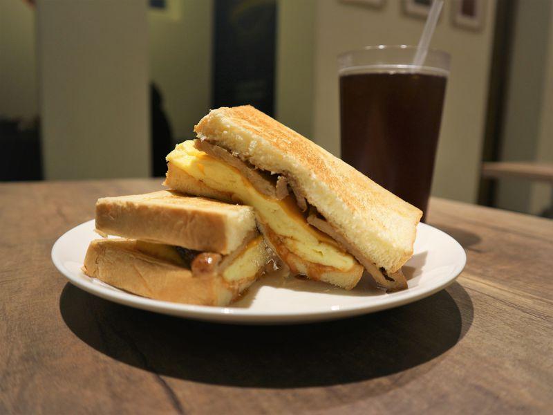 台北旅行の朝に炭焼きトーストはいかが?「豊盛號」雙城店