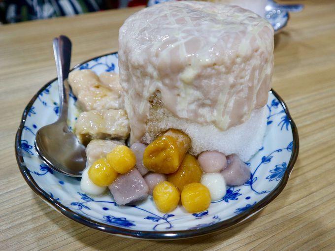 タロイモソースがとろ〜り!迫力満点のタロイモミルクカキ氷
