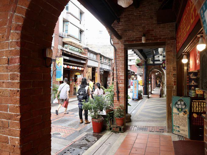 台北郊外の豆腐の街「深坑老街」