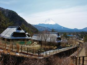 萱葺民家と富士山のビューポイント!山梨「西湖いやしの里根場」