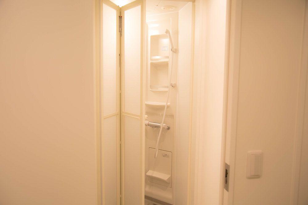 共用シャワールームやトイレも清潔