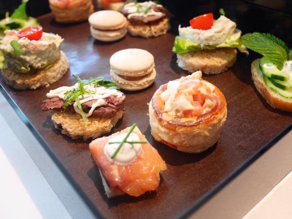 ヴィクトリア湾の絶景も楽しめる!「French Window Brasserie and Bar」