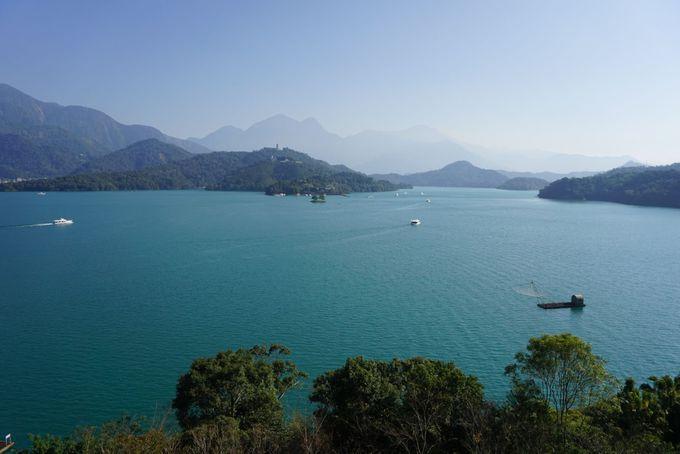 ホテル内のどこからでも美しい湖の景色を楽しめる