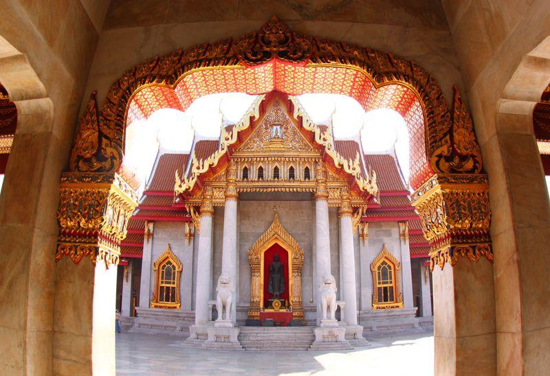 ラーマ5世が眠るお寺「ワット・ベンチャマボピット(大理石寺院)」