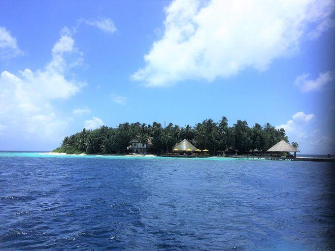 真珠の一粒のようなイフル島に建つリゾートホテル