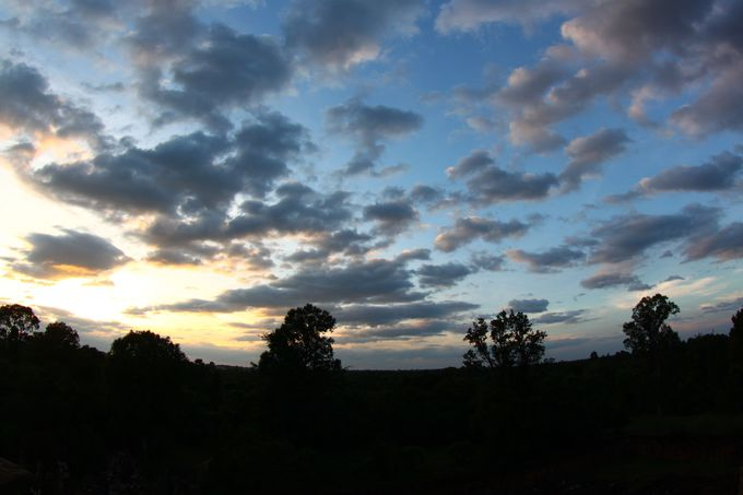 観光の〆はプレループ遺跡から眺める夕陽