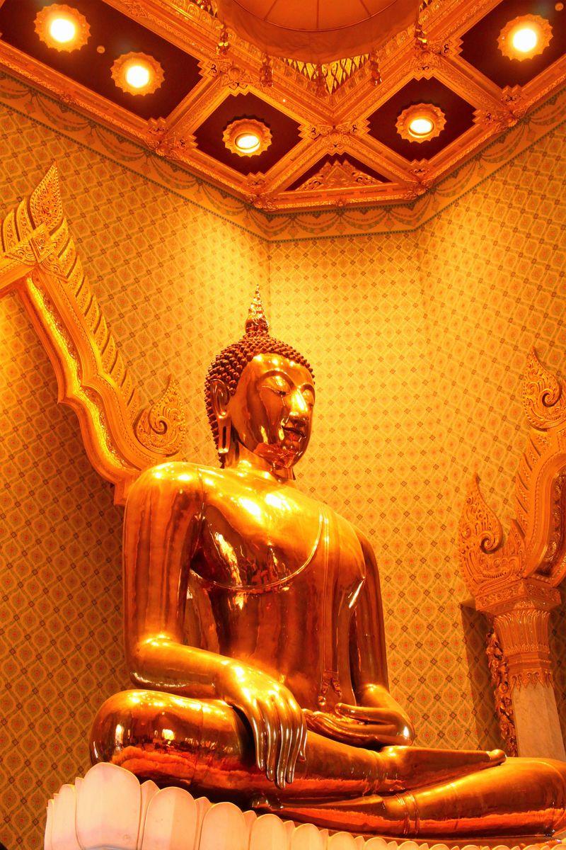 フアランポーン駅から黄金仏像が眠る「ワット・トライミット」へ
