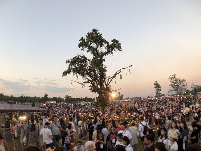 2018年に始まったばかりの「ラーンナー王朝コムローイ伝承祭り」